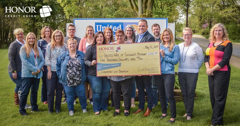 honor credit union donated $5,000 to United Way after hosting Leadercast Live