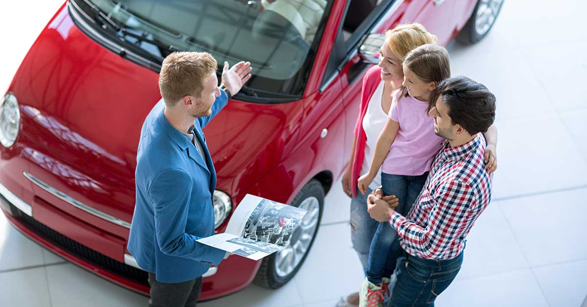 best time to buy a new car; photo of family shopping at a car dealership