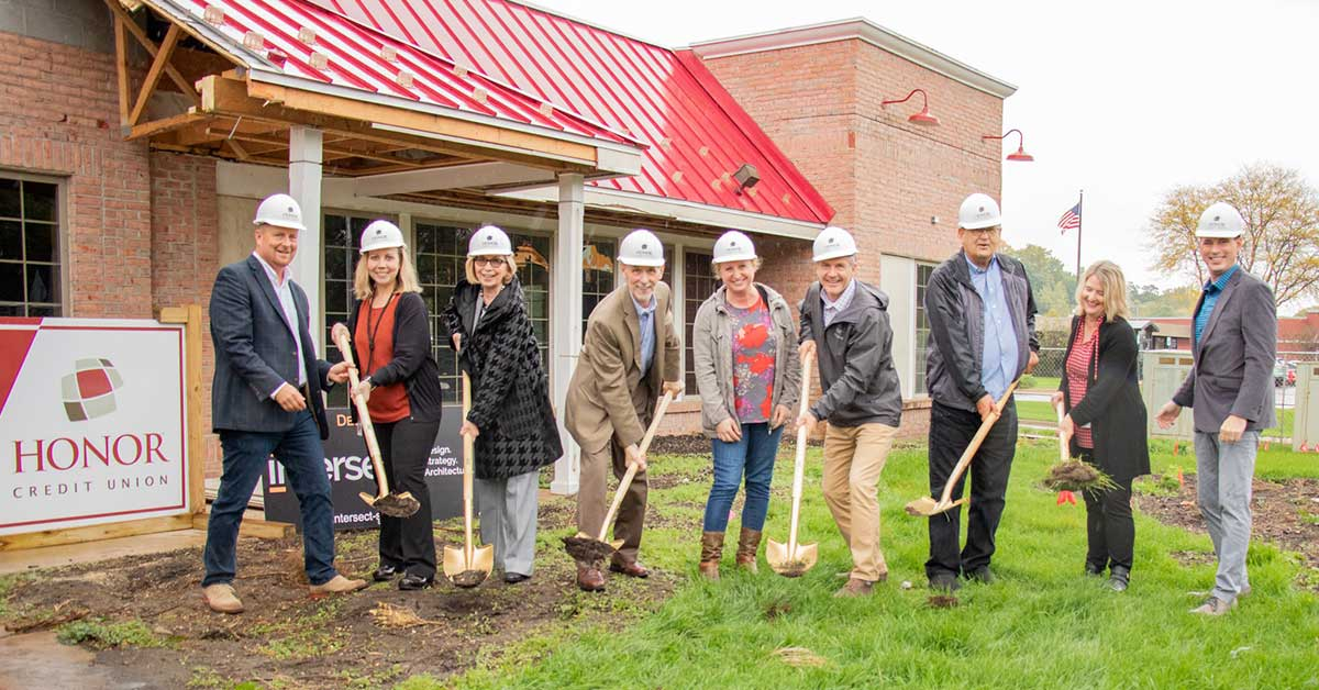 honor credit union celebrated the groundbreaking of its stadium drive location in kalamazoo on oct. 11, 2019; photo of Honor team members holding shovels