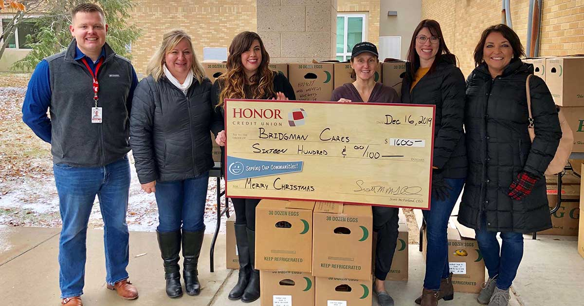 honor credit union partnered with bridgman cares to donate holiday meals to families in need